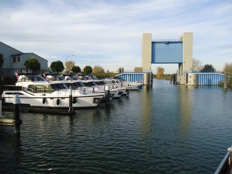 HM Yachtrental verhuurt stalen jachten van 10 tot 12 meter lang